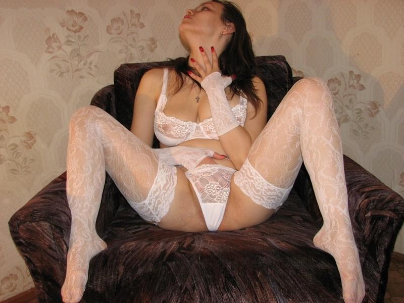 Мужа жена в белых чулках видео эротика фото